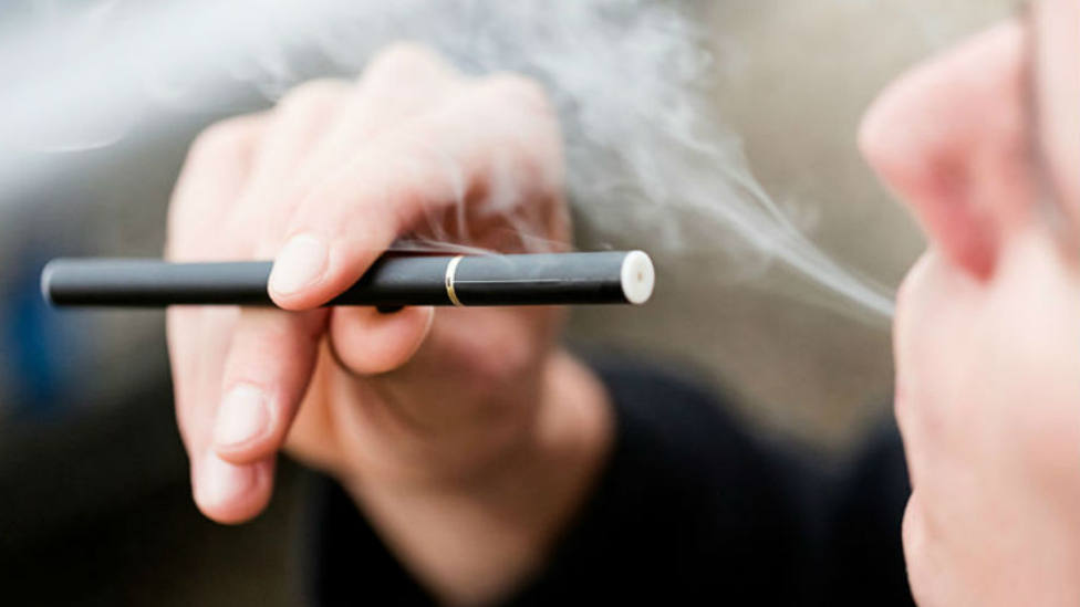 Un estudio confirma que el cigarro electrónico también provoca cáncer - Sociedad - COPE